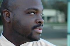 Uomo dell'afroamericano che osserva s Fotografia Stock Libera da Diritti