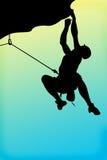 Uomo dell'alpinista che cleembing su una roccia Immagini Stock Libere da Diritti