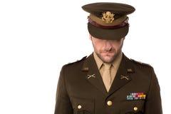 Uomo dell'esercito che guarda giù, riempito di vergogna Fotografia Stock