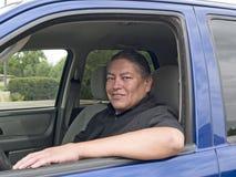 Uomo dell'nativo americano in sua automobile Fotografia Stock Libera da Diritti