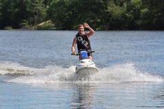 Uomo della foto di azione sul jet ski Fotografie Stock