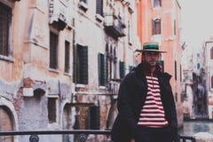 Uomo della gondola a Venezia immagini stock libere da diritti