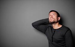 Uomo depresso che osserva in su Immagini Stock Libere da Diritti