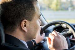 Uomo di affari che conduce un'automobile Fotografie Stock Libere da Diritti