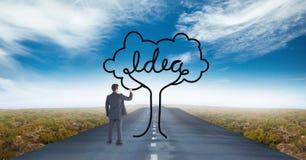 Uomo di affari che disegna un albero sulla strada Immagine Stock Libera da Diritti