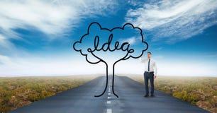 Uomo di affari che disegna un albero sulla strada Fotografie Stock Libere da Diritti