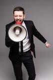 Uomo di affari che grida con un megafono Fotografie Stock Libere da Diritti