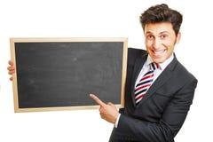 Uomo di affari che indica la lavagna vuota Immagine Stock Libera da Diritti