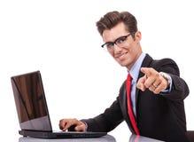 Uomo di affari che indica voi Fotografie Stock Libere da Diritti