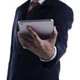 Uomo di affari che lavora al ridurre in pani digitale Fotografia Stock Libera da Diritti