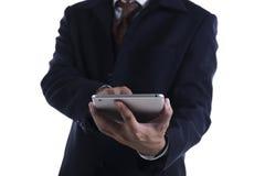 Uomo di affari che lavora al ridurre in pani digitale Fotografie Stock Libere da Diritti