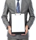 Uomo di affari che mostra appunti in bianco fotografia stock libera da diritti