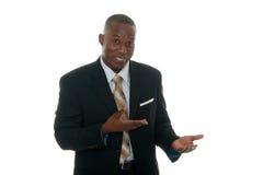 Uomo di affari che mostra il campione del prodotto Immagini Stock