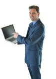 Uomo di affari che mostra una presentazione sul computer portatile Fotografie Stock Libere da Diritti