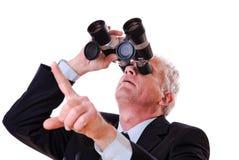 Uomo di affari che osserva verso l'alto tramite il binocolo Fotografia Stock Libera da Diritti