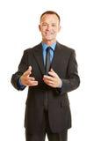 Uomo di affari che parla durante la presentazione Fotografia Stock