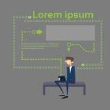 Uomo di affari che per mezzo del computer Sit On Coach Abstract Background della compressa Immagini Stock Libere da Diritti
