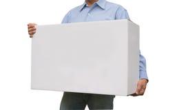 Uomo di affari che porta una scatola bianca isolata su bianco fotografia stock