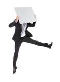 Uomo di affari che salta e che tiene tabellone per le affissioni immagini stock libere da diritti
