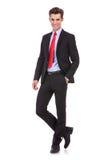 Uomo di affari che si leva in piedi con la mano in casella Fotografie Stock Libere da Diritti