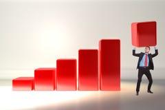 Uomo di affari che spinge verso l'alto la barra di crescita Immagini Stock