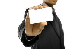 Uomo di affari che tiene la scheda di nome fotografie stock