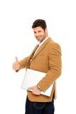 Uomo di affari che tiene un computer portatile Fotografia Stock