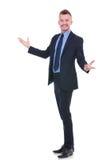 Uomo di affari che vi accoglie favorevolmente Fotografie Stock Libere da Diritti