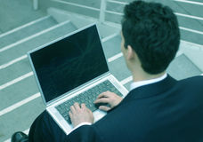 Uomo di affari con il computer portatile Immagine Stock
