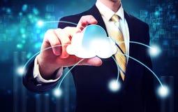 Uomo di affari con il concetto di calcolo della nuvola blu Fotografia Stock Libera da Diritti