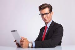 Uomo di affari con il cuscinetto Fotografia Stock