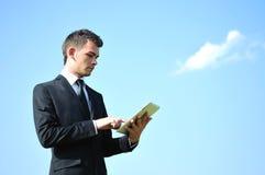 Uomo di affari con il ridurre in pani Fotografia Stock