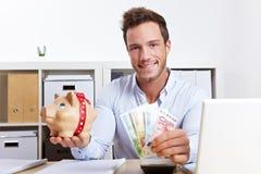 Uomo di affari con la banca piggy Immagini Stock