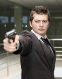Uomo di affari con la pistola Immagini Stock Libere da Diritti