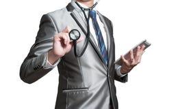 Uomo di affari con lo stetoscopio, concetto di analisi commerciale Fotografia Stock Libera da Diritti