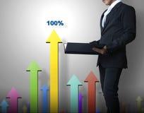 Uomo di affari con un grafico Immagine Stock