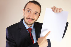 Uomo di affari con una scheda bianca vuota Fotografia Stock Libera da Diritti