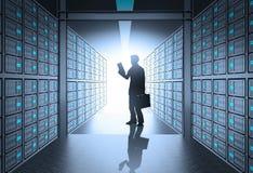 Uomo di affari dell'ingegnere che lavora in server di rete 3d Immagini Stock Libere da Diritti