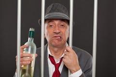 Uomo di affari potabile in prigione Fotografia Stock Libera da Diritti