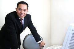 Uomo di affari in ufficio fotografie stock