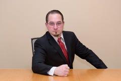 Uomo di affari in una sala del consiglio fotografia stock libera da diritti