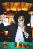 Uomo di afro che celebra la sua conquista Fotografia Stock Libera da Diritti