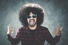 Uomo di afro con il gesto sciocco Immagini Stock Libere da Diritti