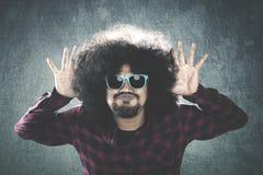 Uomo di afro con l'espressione di scherzi Immagine Stock Libera da Diritti