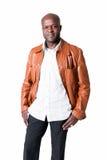 Uomo di colore bello con il rivestimento di cuoio isolato Fotografia Stock