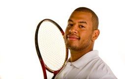 Uomo di colore con la racchetta di Tennsi da Head fotografie stock