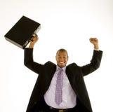 Uomo di colore in vestito che alza pugno e cartella fotografia stock