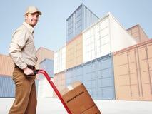 Uomo di consegna sul lavoro Fotografia Stock