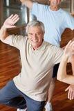 Uomo di Dancing nel centro di forma fisica Fotografia Stock