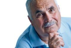 Uomo di Eldery con la testa che riposa sulle armi Fotografia Stock Libera da Diritti